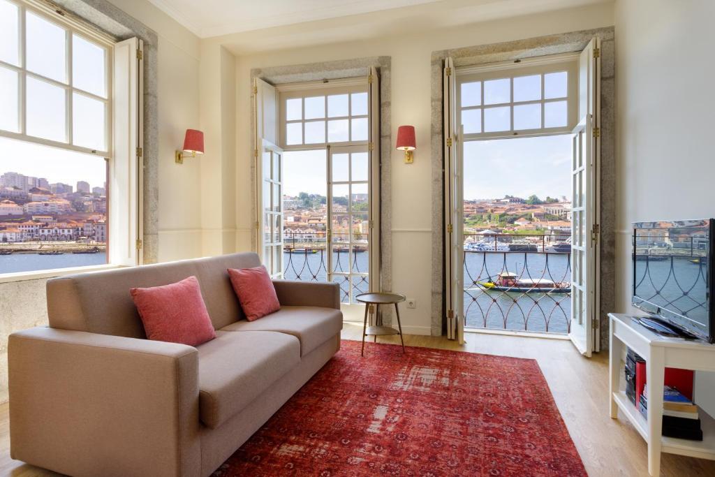 Een zitgedeelte bij Oporto Home - River Front