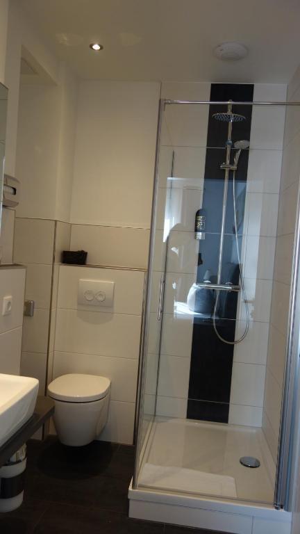 Ein Badezimmer in der Unterkunft Hotel Restaurant Erbprinz Walldorf