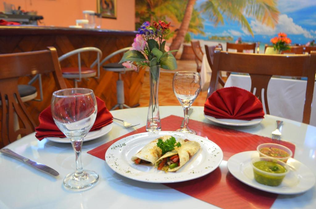 A restaurant or other place to eat at Hotel Caribe Panamá