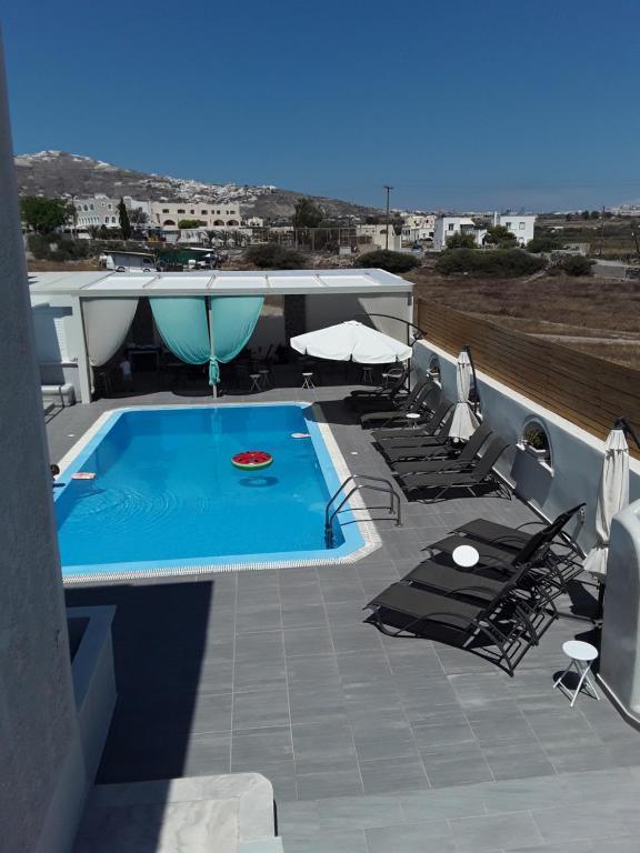 Vista sulla piscina di Azalea Hotel o su una piscina nei dintorni