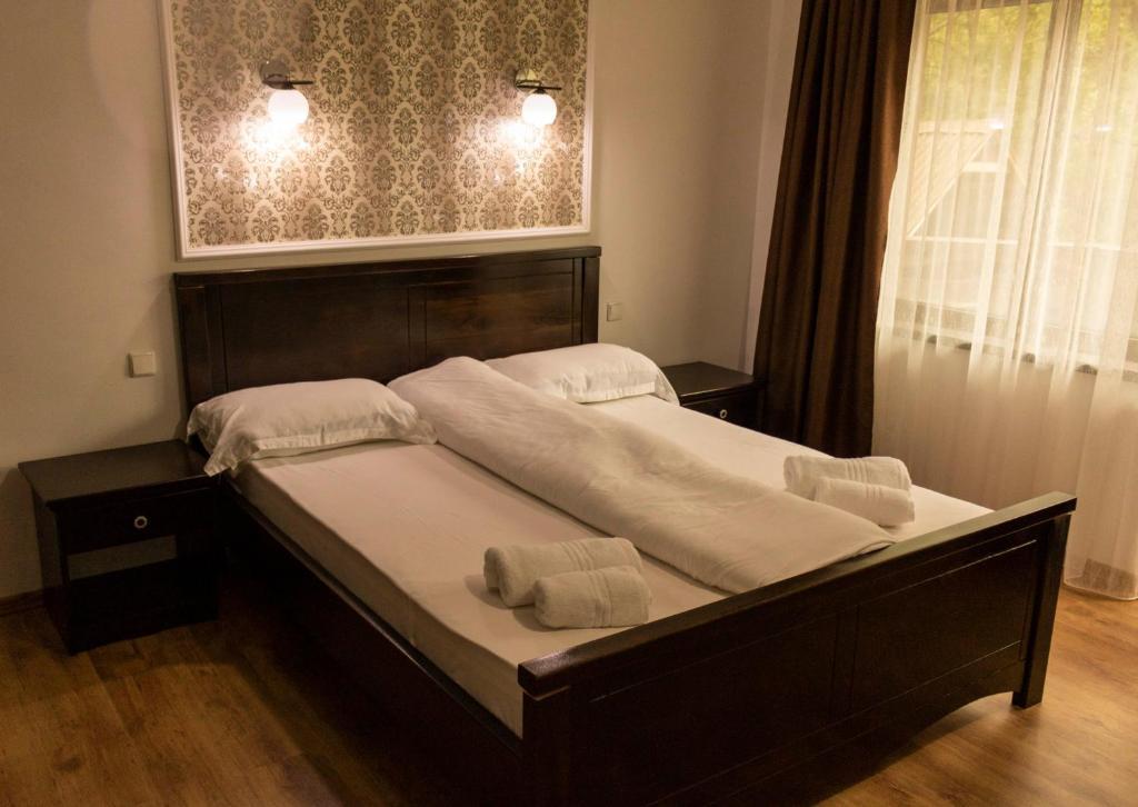 Un pat sau paturi într-o cameră la Casa Valea Cernei