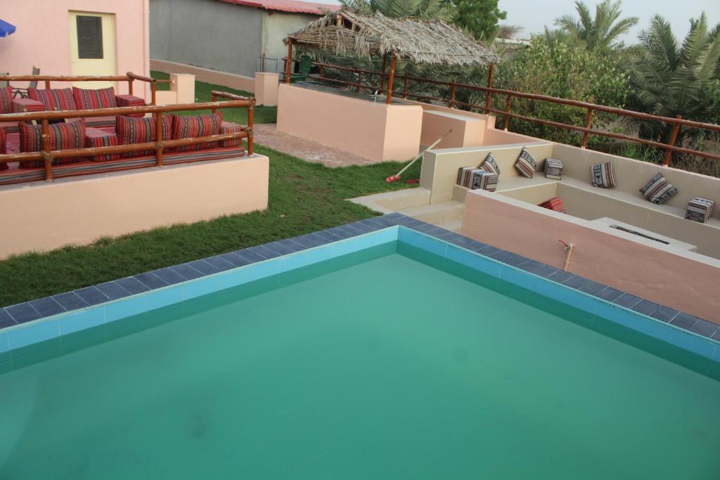 The swimming pool at or near Farm Al Medfek