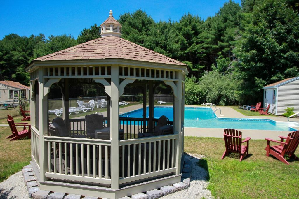 The swimming pool at or near Kennebunk Gallery Motel and Cottages
