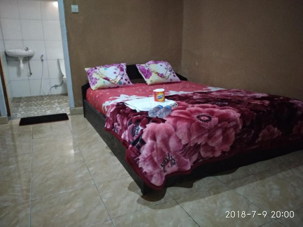 A bed or beds in a room at Blue Mountain Cottage