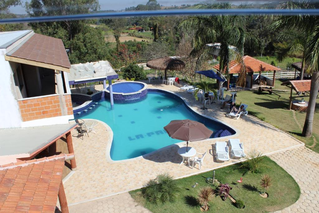 Uma vista da piscina em La Palma Hotel Fazenda ou nos arredores