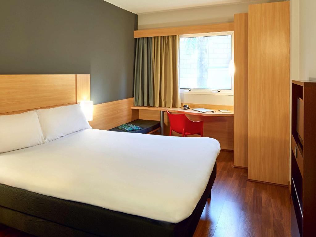 A bed or beds in a room at ibis Sao Jose do Rio Preto