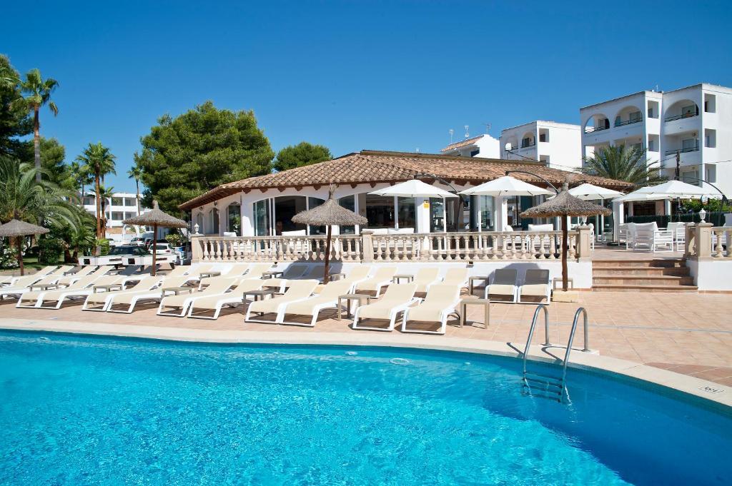 Piscine de l'établissement Aparthotel Pierre & Vacances Mallorca Cecilia ou située à proximité
