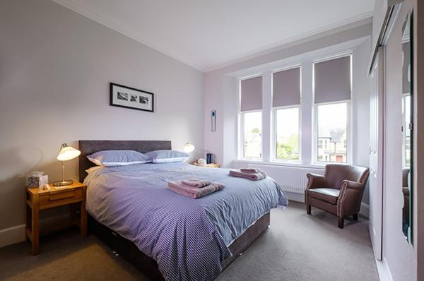 A bed or beds in a room at Eastdene Guest House