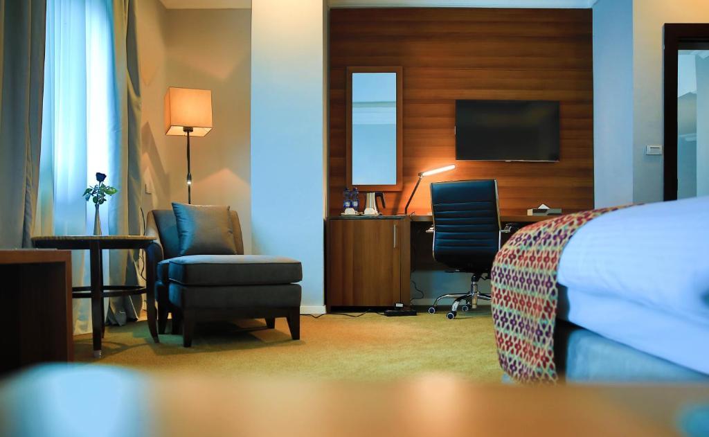 A seating area at Swiss Inn Nexus Hotel