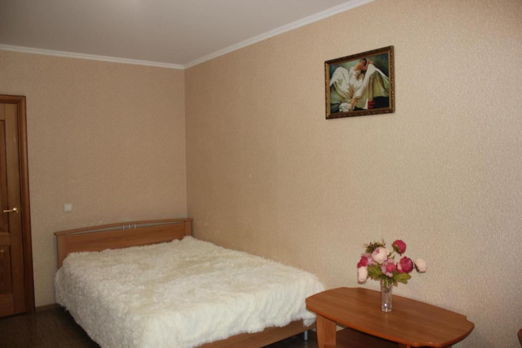 Кровать или кровати в номере Апартаменты на Пермякова