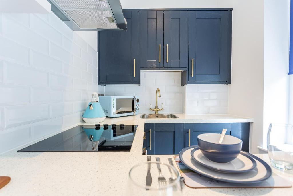 A kitchen or kitchenette at Blue Suede Shoes