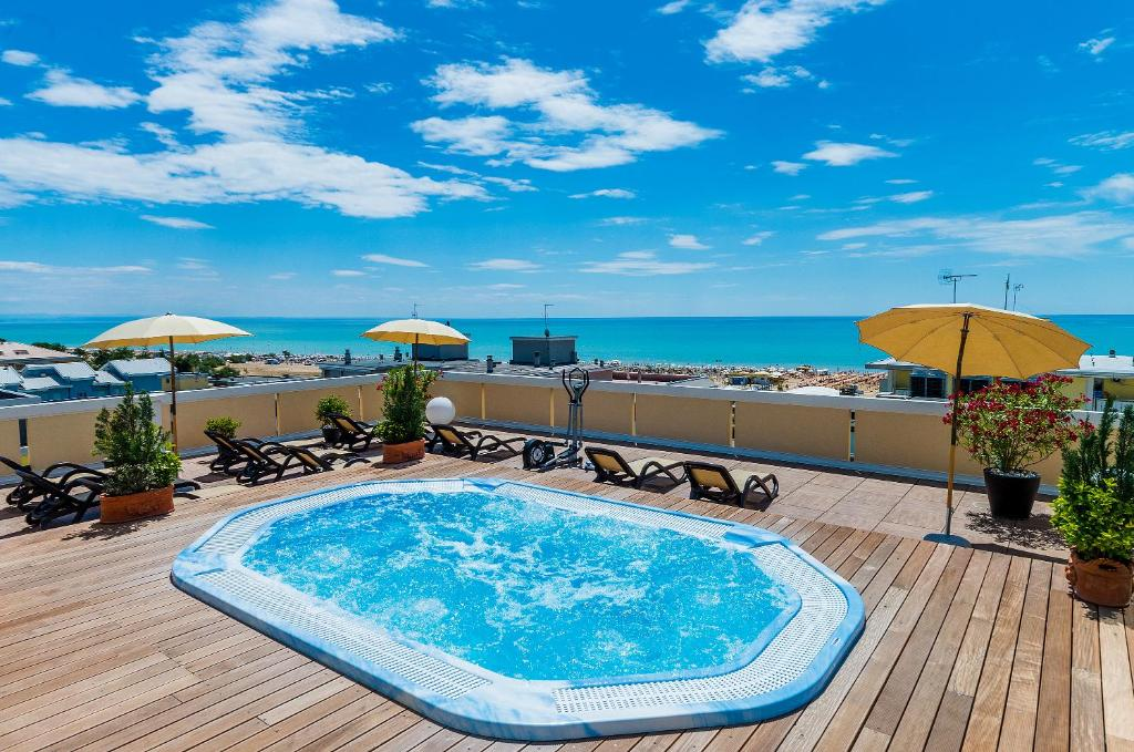 Bazén v ubytování Hotel Victoria nebo v jeho okolí