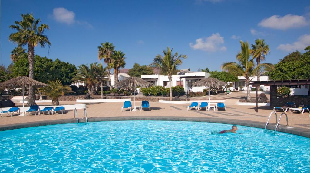 The swimming pool at or near Bungalows Playa Limones