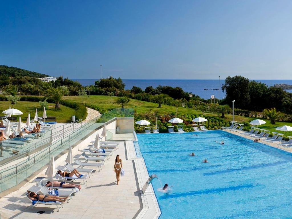 A view of the pool at Valamar Lacroma Dubrovnik or nearby