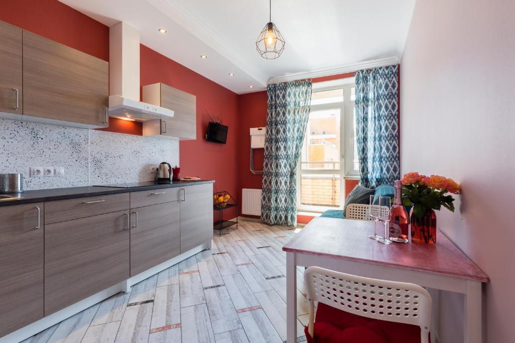 Кухня или мини-кухня в Вишнёвые апартаменты на Верности