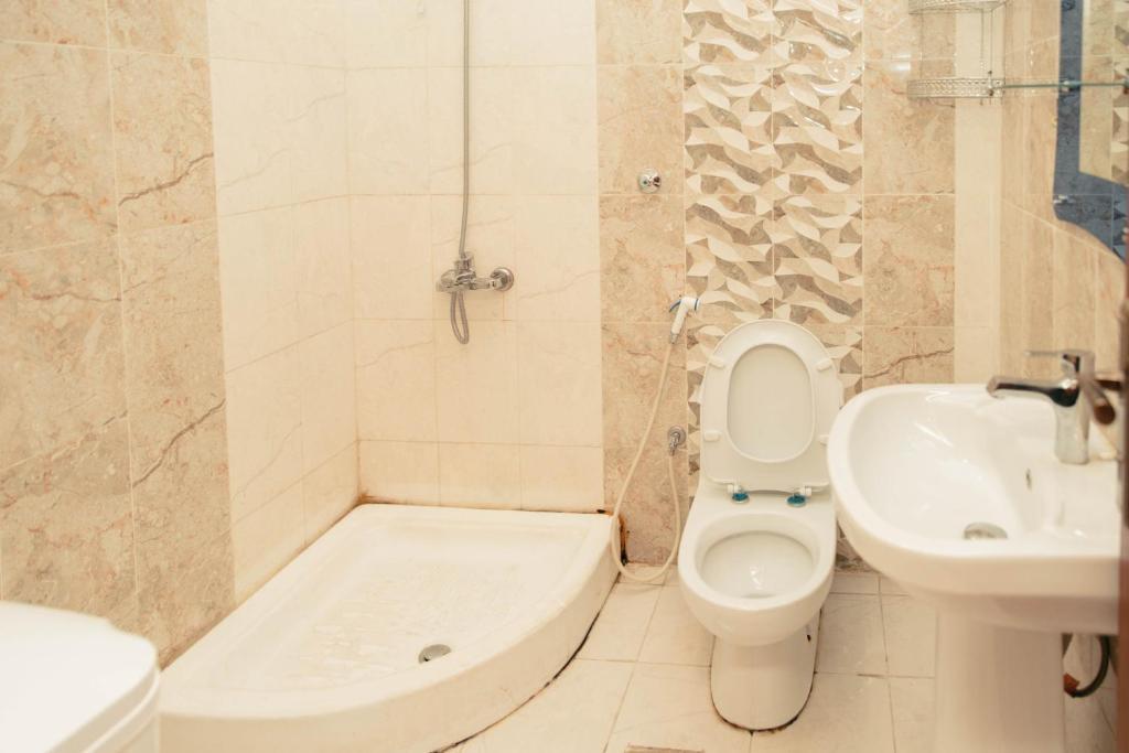 Um banheiro em Almarjane 1 Furnished Apartments