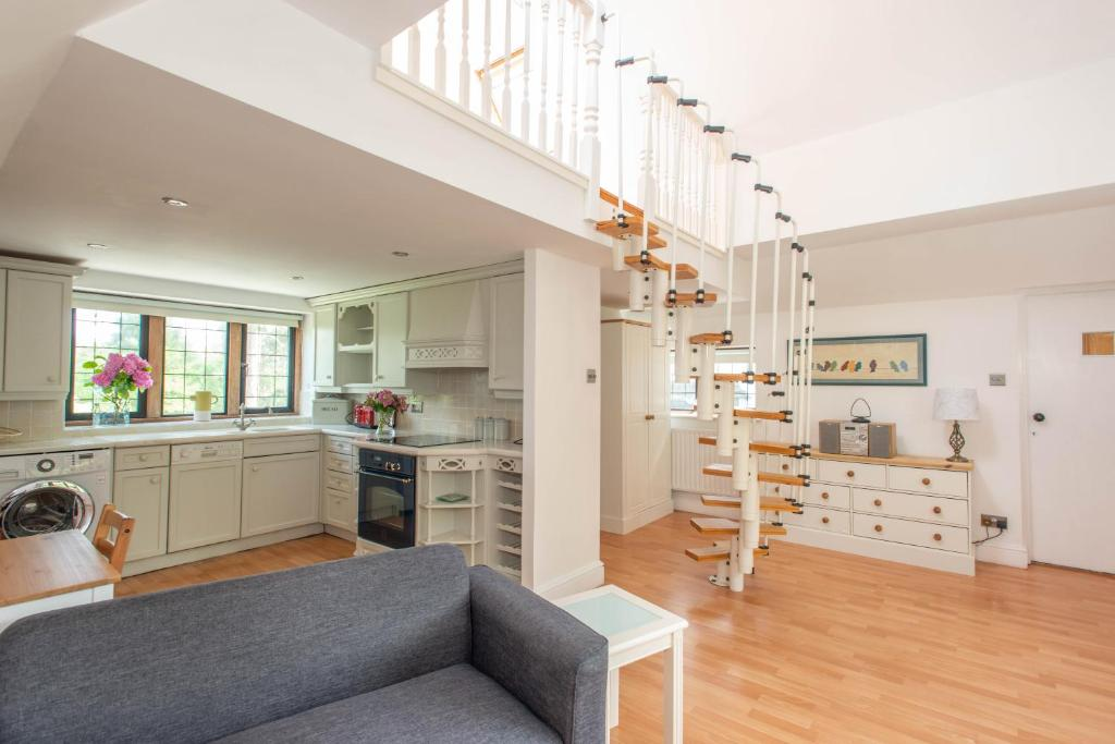 A kitchen or kitchenette at 83 Downs Hill