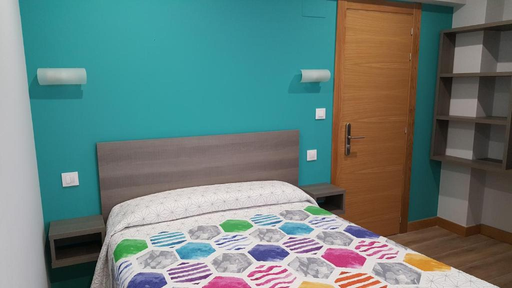 A bed or beds in a room at Hostal Rosi