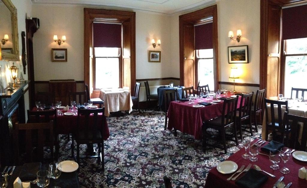 A restaurant or other place to eat at Ballyglass Country House