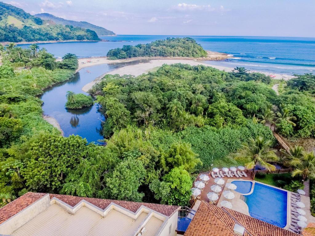 Uma vista aérea de Beach Hotel Cambury