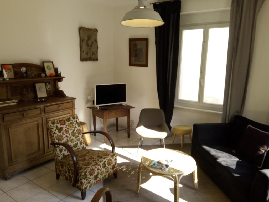 A seating area at Gite Slow Life House