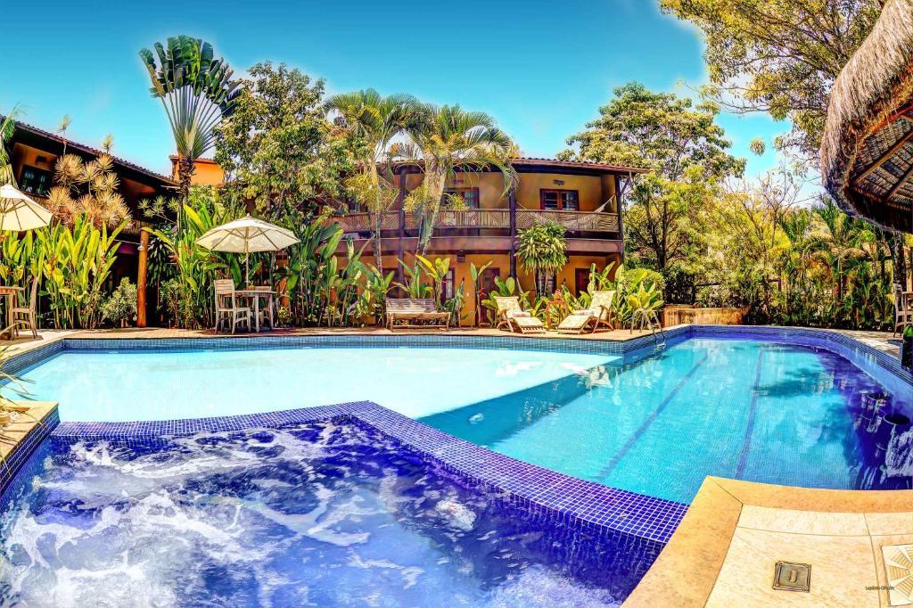 A piscina localizada em Pousada Pedra Torta ou nos arredores