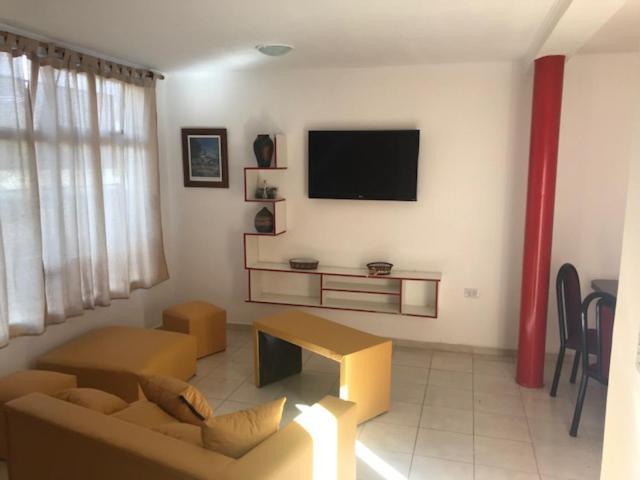 Una televisión o centro de entretenimiento en Belgrano 1030 Junin