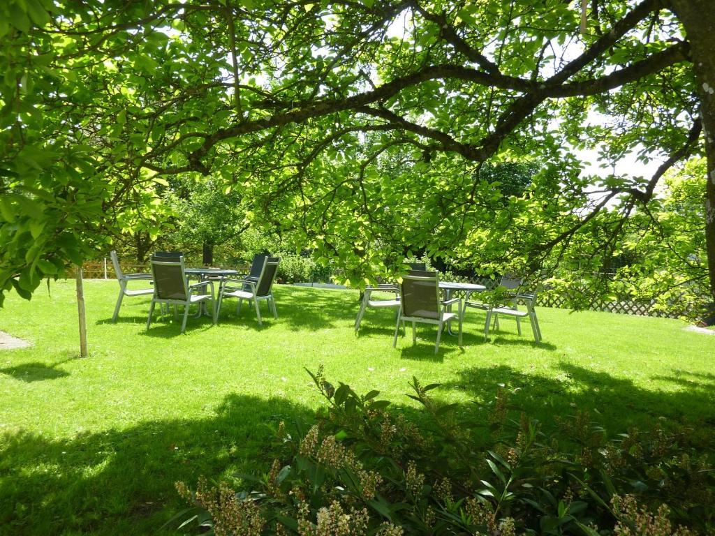 A garden outside Hotel Garni Jägerhof