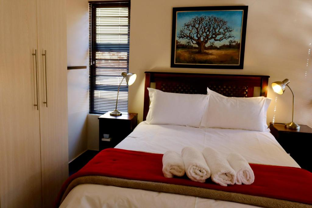 A bed or beds in a room at A Little Guesthouse