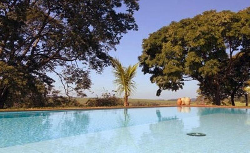 A piscina localizada em Fazenda Santa Teresa Hotel ou nos arredores