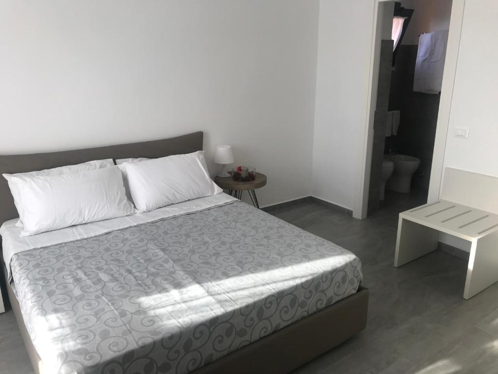 A bed or beds in a room at Peonia Rooms