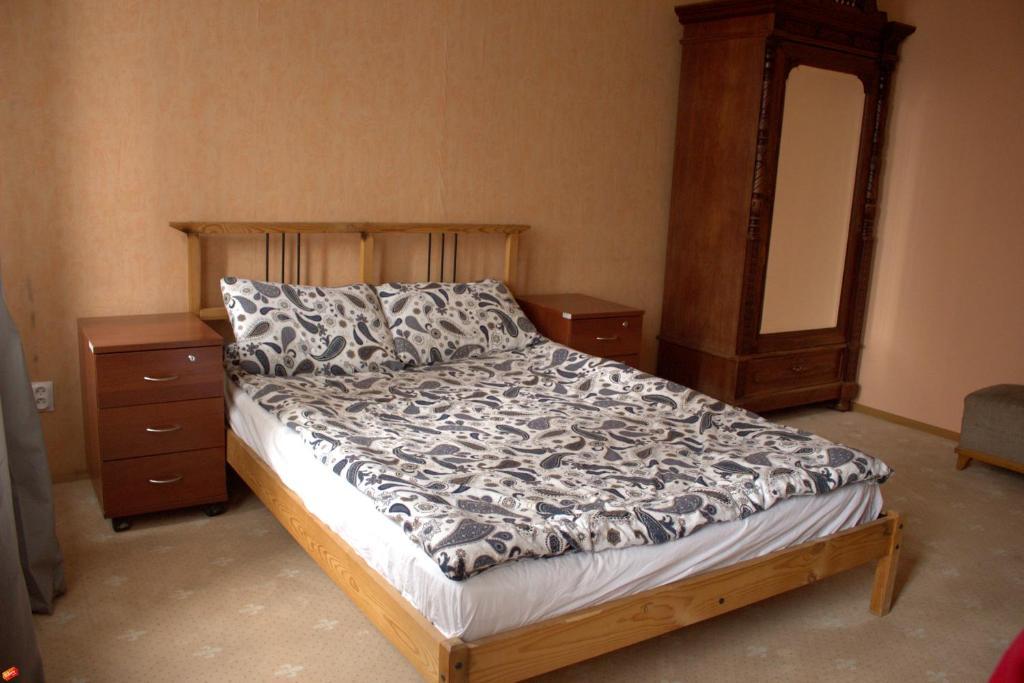Кровать или кровати в номере Apartment on Suvorovsky Prospect
