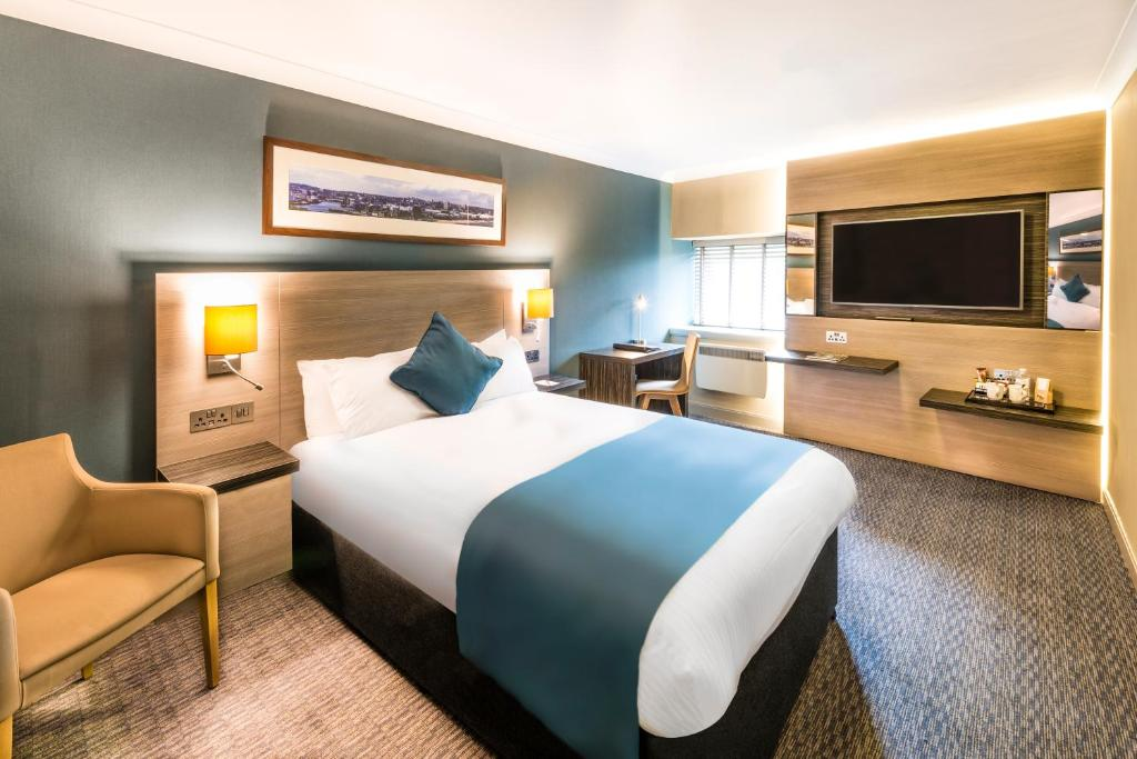 A bed or beds in a room at Copthorne Aberdeen Hotel