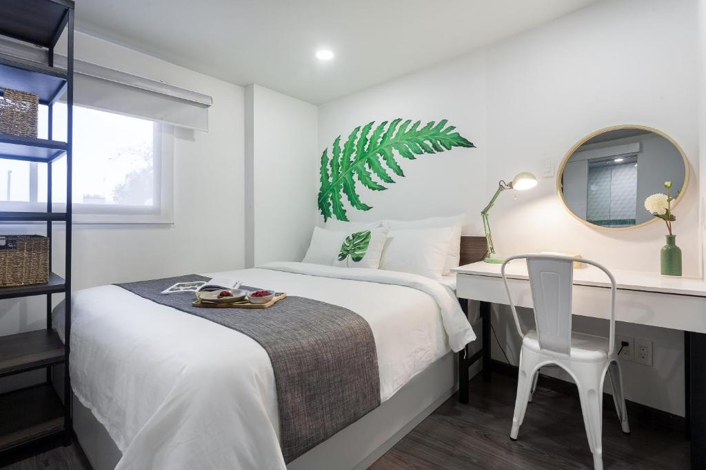 A bed or beds in a room at La Regatta Boutique Residences
