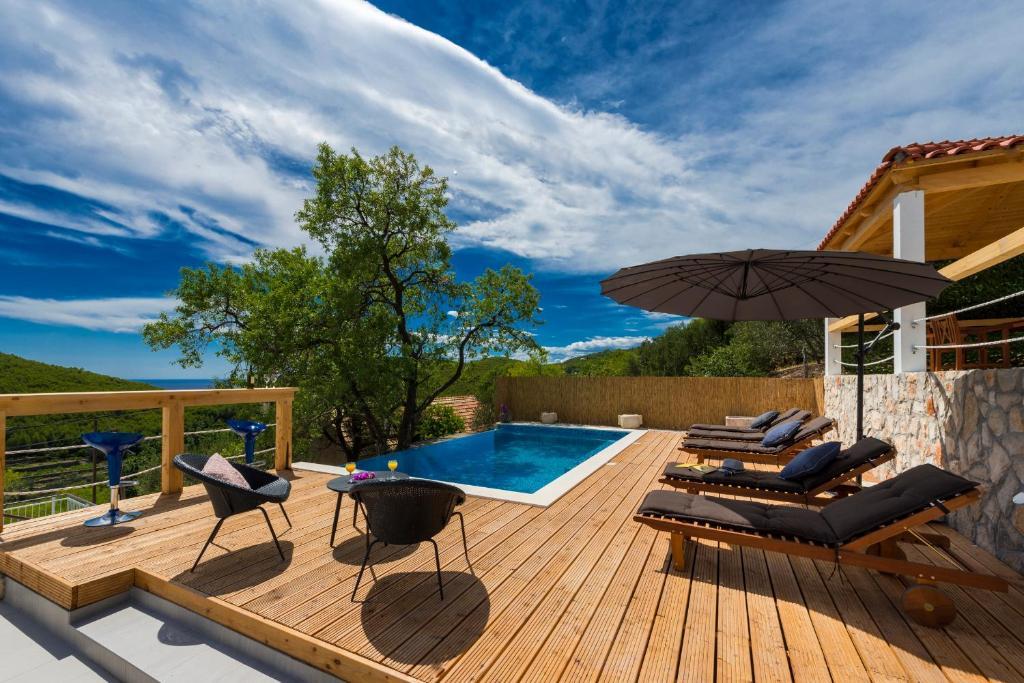 The swimming pool at or close to Villa Dundo Pero