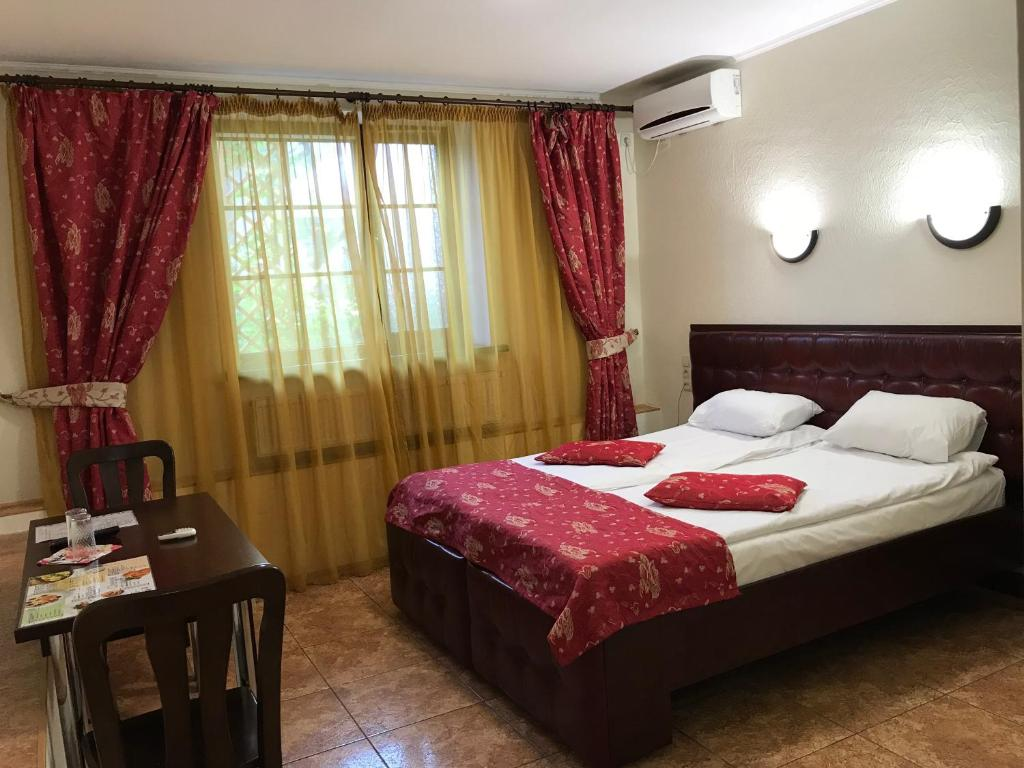 A bed or beds in a room at Felisa Hotel