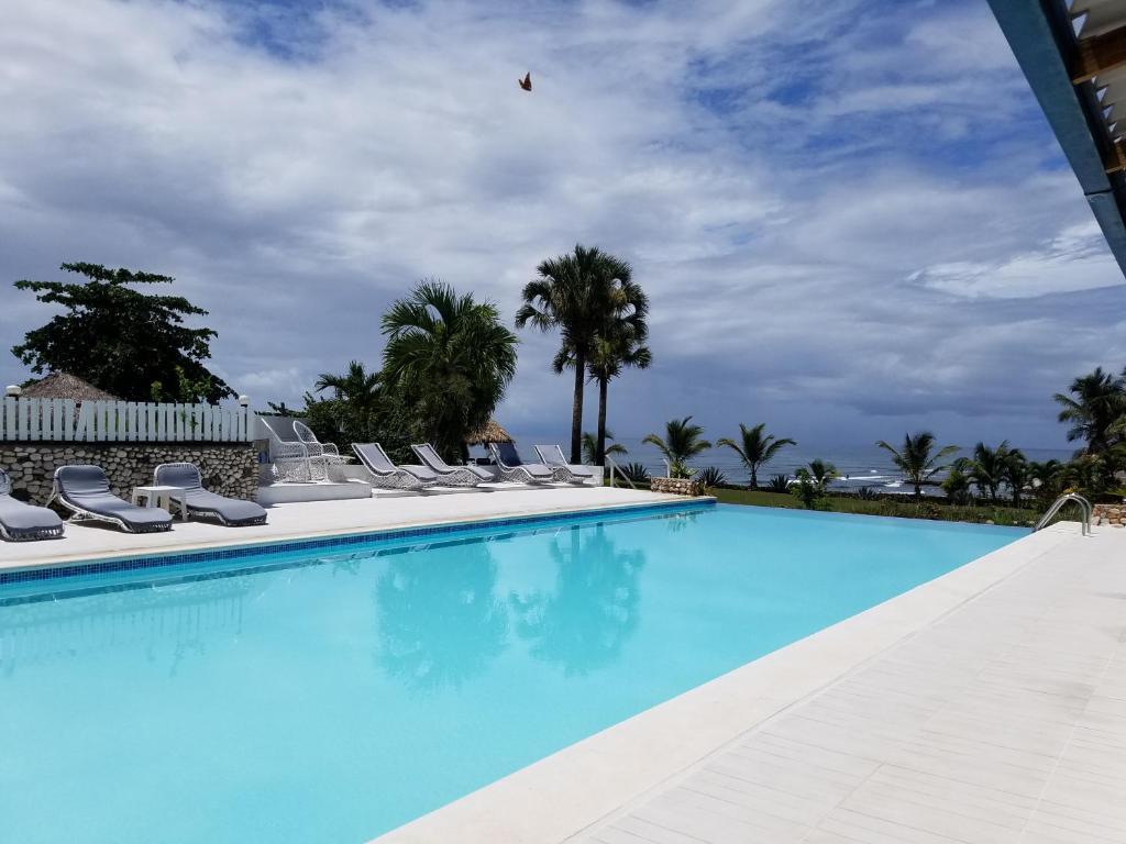 Бассейн в Hotel El Quemaito или поблизости