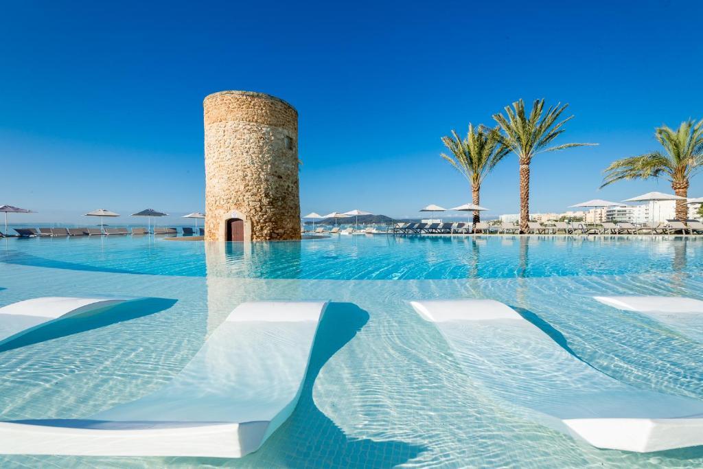 Piscina di Hotel Torre del Mar - Ibiza o nelle vicinanze