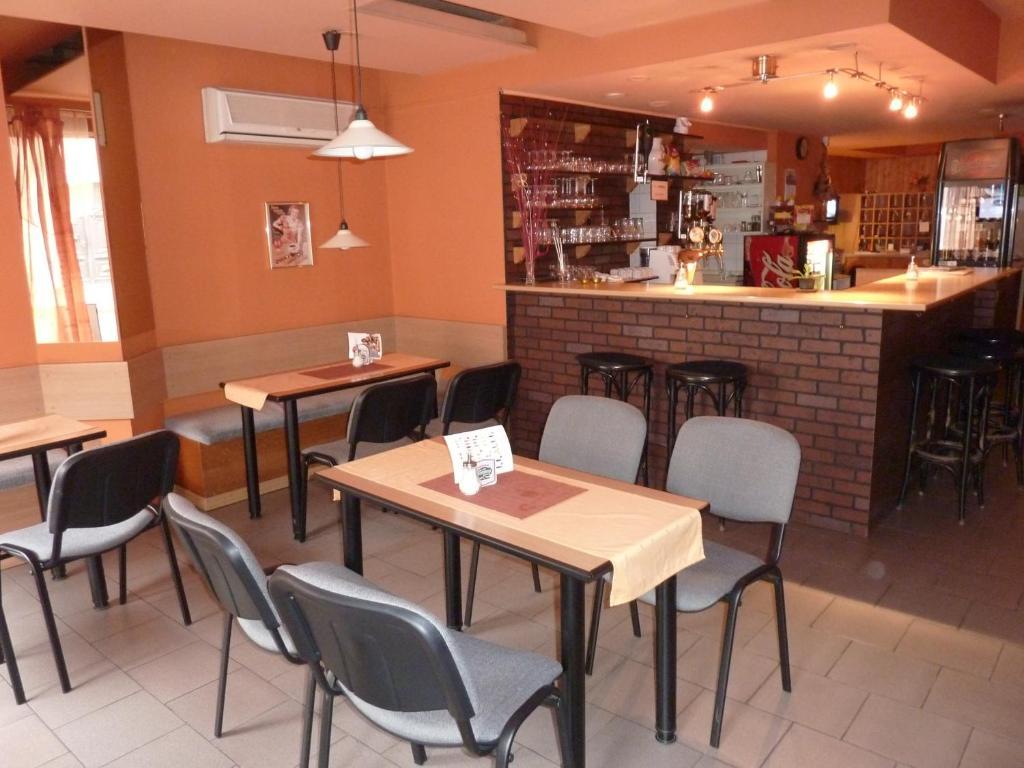 Ресторан / где поесть в Penzion Vis a Vis