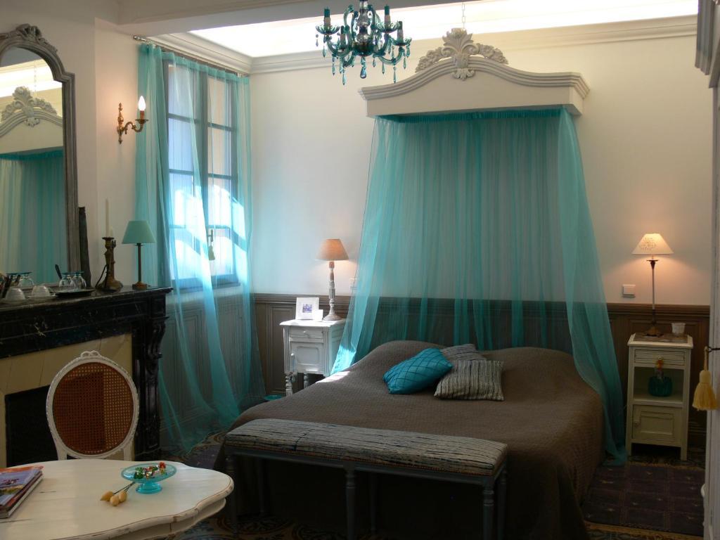 A bed or beds in a room at Maison d'hôte la Tourette