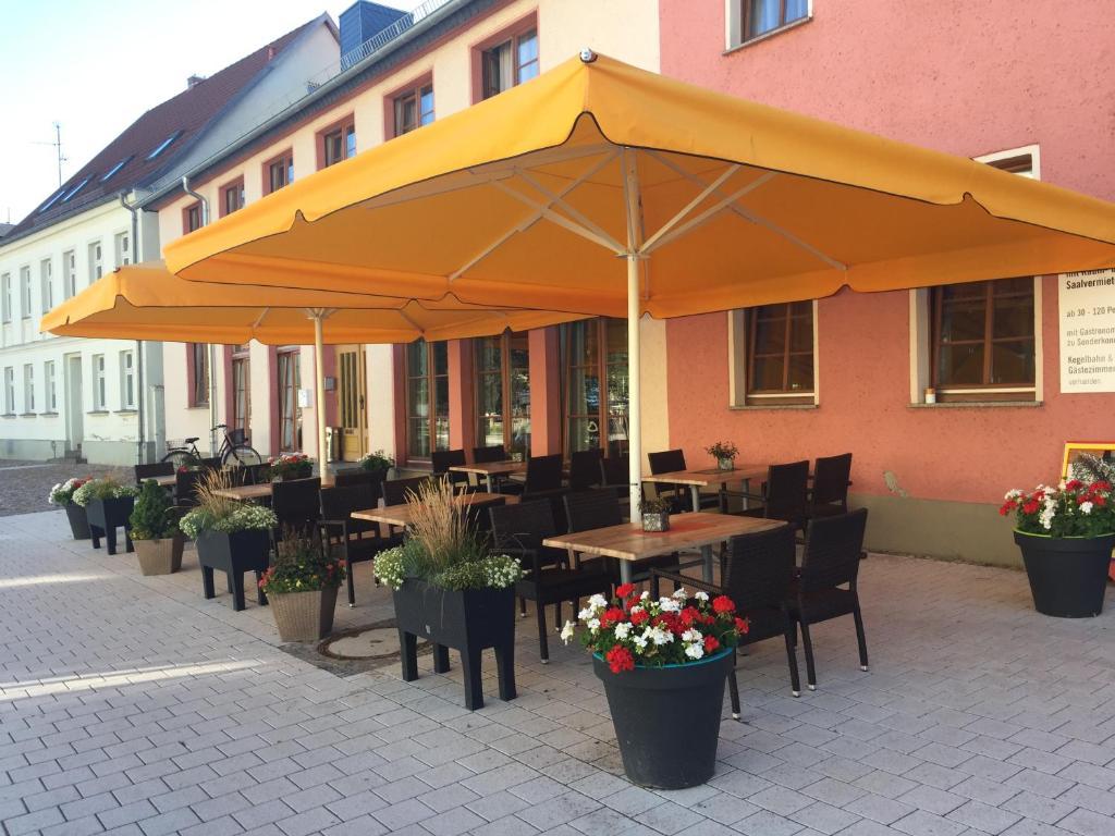 Ein Restaurant oder anderes Speiselokal in der Unterkunft Hotel Stadt Magdeburg