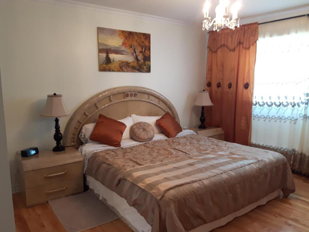 A bed or beds in a room at Three bedroom holiday apartment