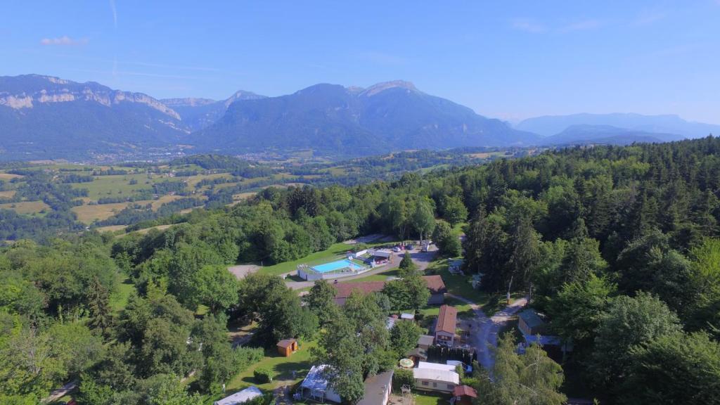 Vue panoramique sur l'établissement Team Holiday - Camping Le Balcon de Chartreuse