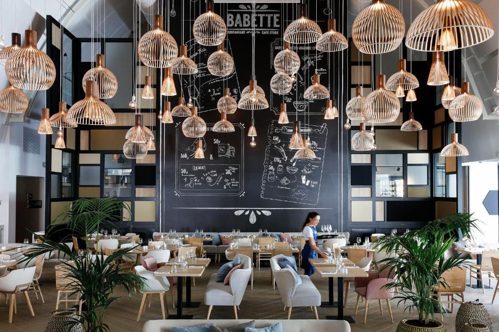 Restaurant ou autre lieu de restauration dans l'établissement Hilton Garden Inn Bordeaux Centre