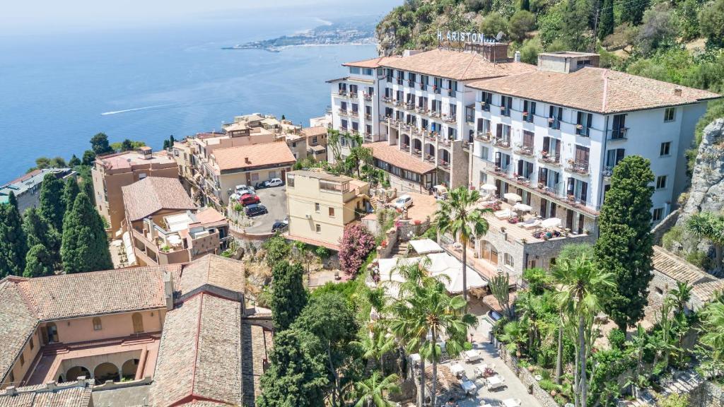 A bird's-eye view of Hotel Ariston and Palazzo Santa Caterina