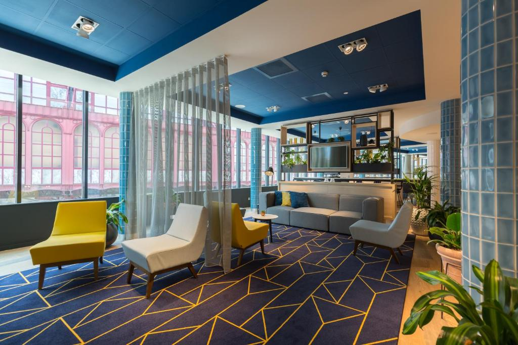 The lobby or reception area at Hampton By Hilton Antwerp Central Station