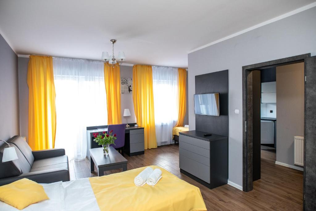 A bed or beds in a room at Apartamenty Brzezinski