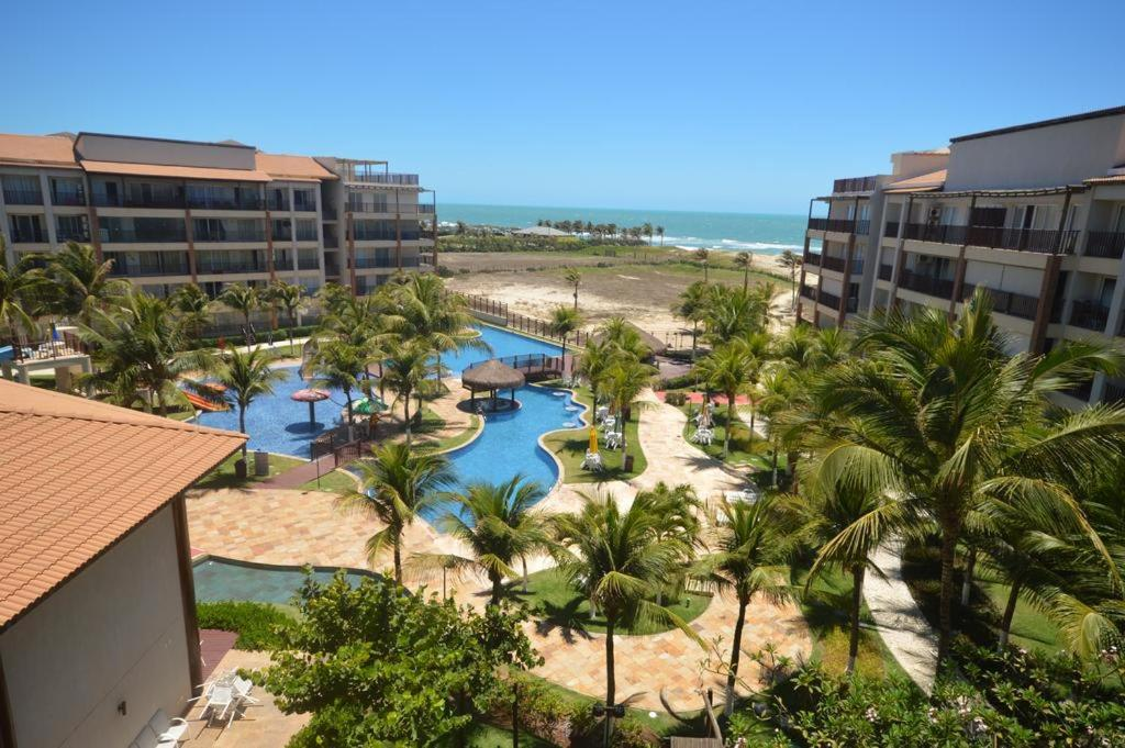 Uma vista da piscina em Beach Living ou nos arredores