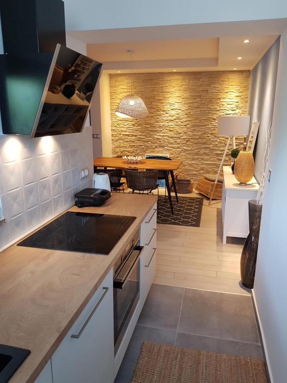 A kitchen or kitchenette at Apartmani EvaMaria