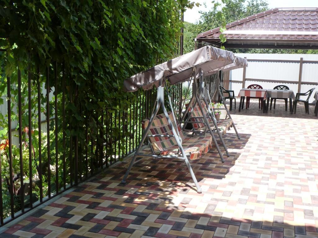 Патио или другая зона на открытом воздухе в Guest House on Zarechnaya 2